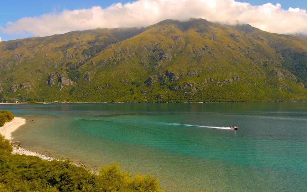 Sunshine Smaragd Color of Lake Wakatipu South Island NZ