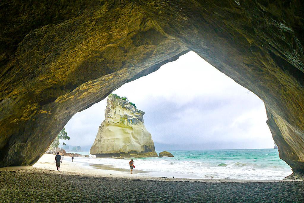 Coromandel Highlights - Malerische Cathedral Cove mit ihren bizarren Felsformationen - Neuseeland, Nordinsel