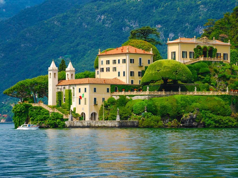 Villa Balbianello vom Comer See aus gesehen ist die schönste aller Villen am Lago di Como - Italien