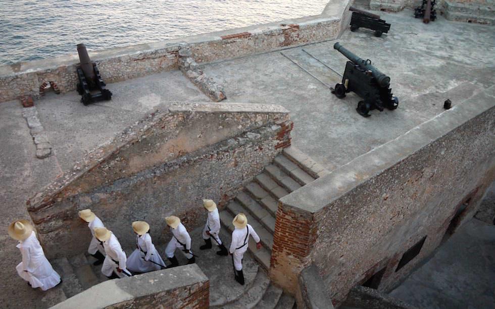 Kanonenschuss Inszenierung El Morro Santiago de Cuba in Kuba