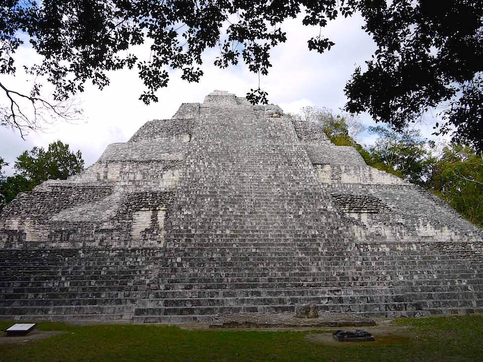 Die schönste Mayastätte in Mexiko: Gebäude IX - Maya Stätte von Becan, Campeche, Yucatán - Mexiko