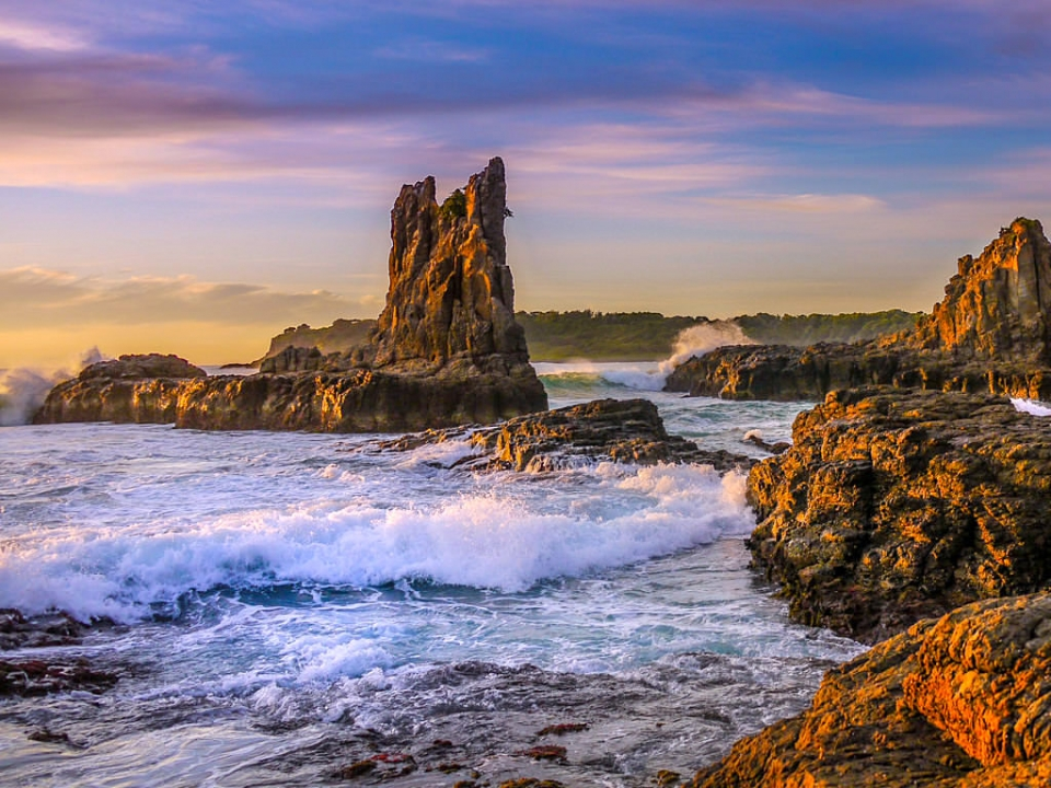 Kiama Highlight und Geheimtipp: Cathedral Rocks bei Sonnenaufgang, wenn die bizarren Felsen in allen Farben zu leuchten beginnen - New South Wales