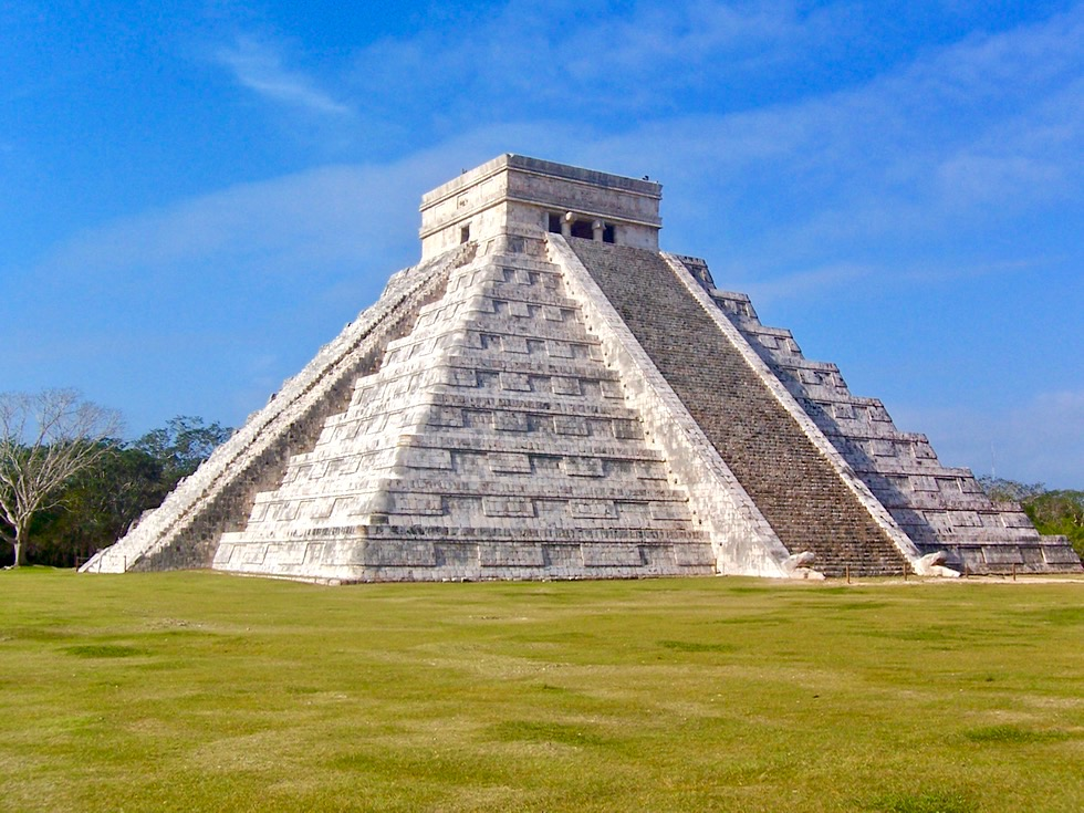 Die bedeutende Maya Stätte Chichen Itza - Pyramide Kukulkan oder El Castillo - Yucatan - Mexiko