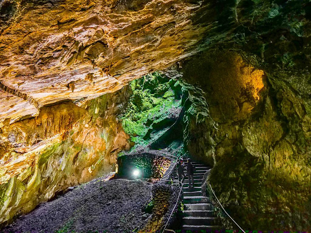Algar do Carvao - Schönste Lava- und Tropfsteinhöhle der Azoren - Terceira