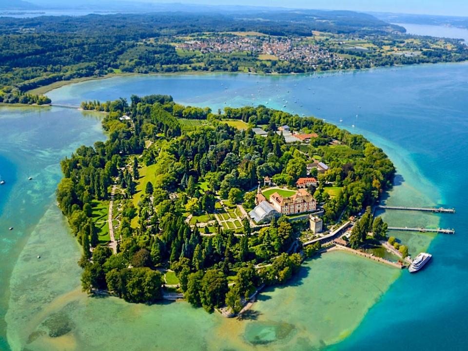 Luftaufnahme der Insel Mainau und vom Bodensee - Baden-Württemberg