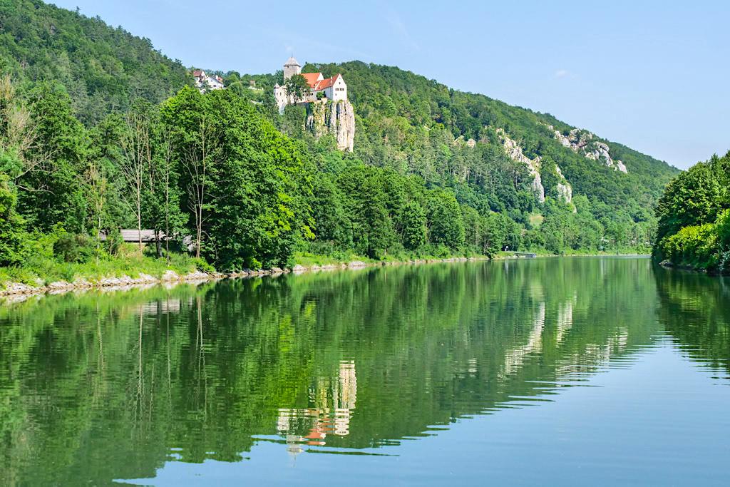 Atemberaubend schöne Schiffsfahrt auf dem Main-Donau-Kanal nach Riedenburg - Ausblick auf Burg Prunn - Altmühltal Sehenswürdigkeiten - Bayern