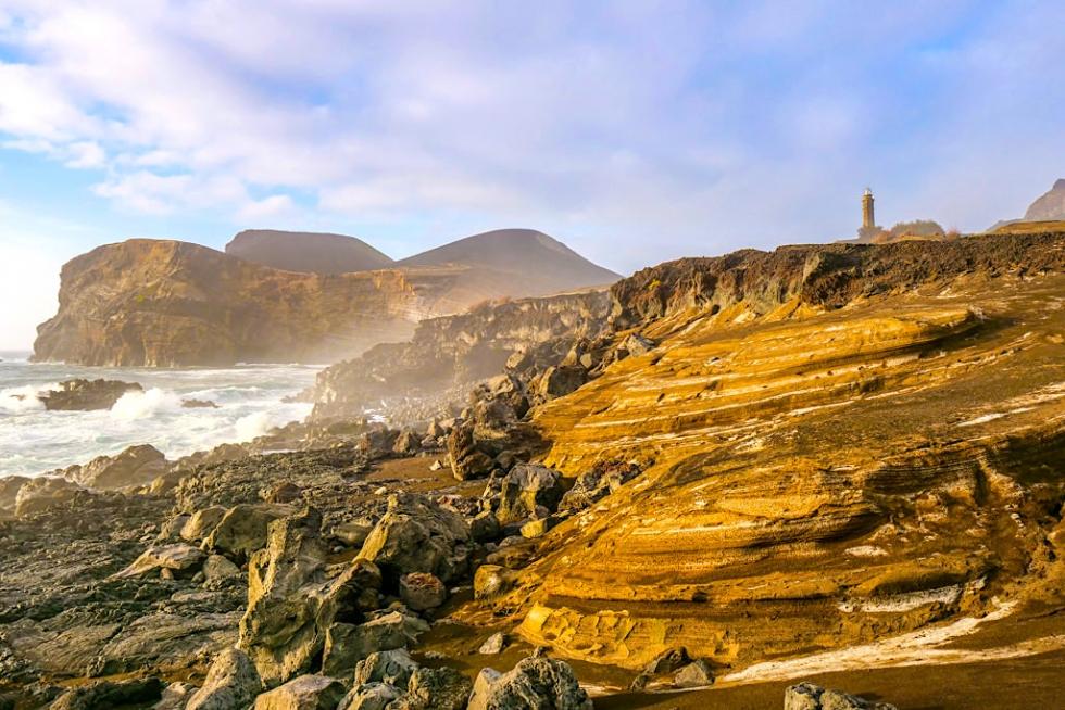 Punta dos Capelinhos - Hauptattraktion der Faial Sehenswürdigkeiten und bestes, jüngstes Beispiel für die Vulkangeschichte der Azoren