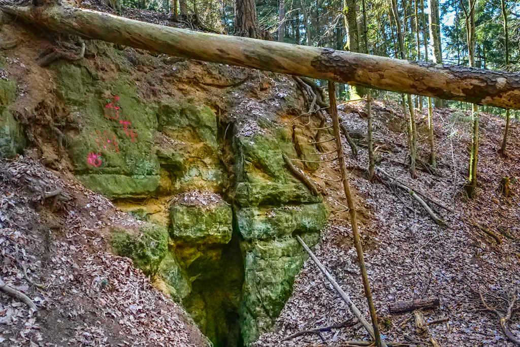 Häferloch Burgstall - Rundwanderung Sinterterrassen Hoher Brunnen & Steinerne Rinne - Naturpark Altmühltal, Bayern