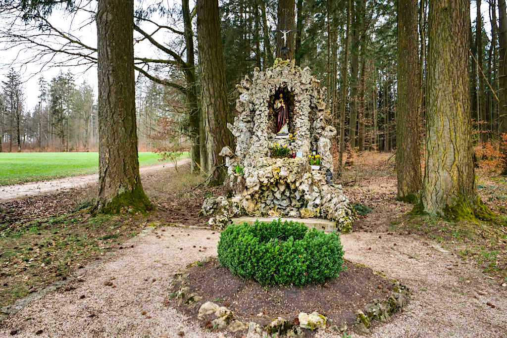 Herz-Jesu-Grotte bei Buchenhüll - TraumSchlaufe Eichstätt Wanderung Nr. 14 - Altmühltal, Bayern