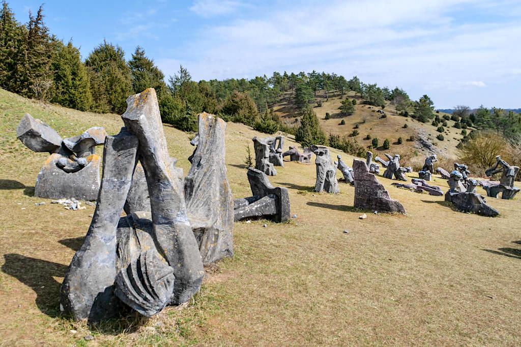 Figurenfeld im Hessental - 78 Skulpturen von Alois Wünsche-Mitterecker - Traumschlaufe Eichstätt Nr. 14 - Altmühltal, Bayern
