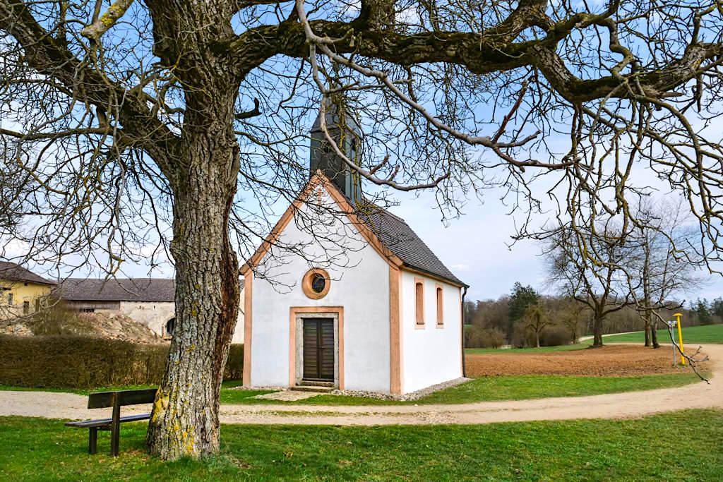 Kapelle Heilige Familie beim Ziegelhof - TraumSchlaufe Eichstätt Nr. 14 Wanderung - Altmühltal, Bayern