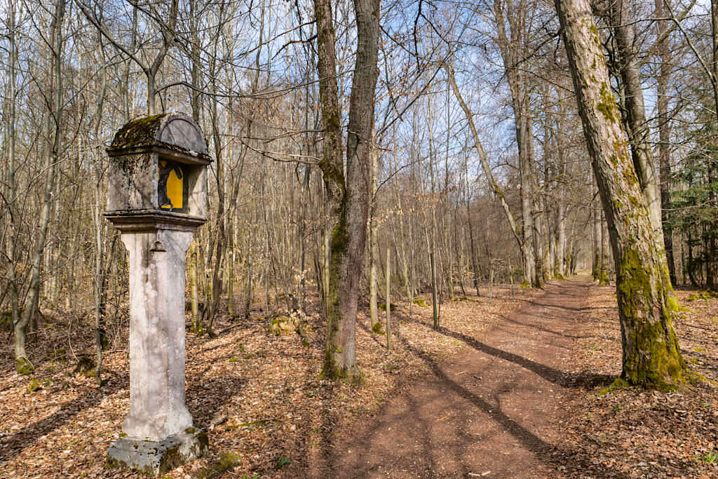 Mit über 400 Jahren ältester Kreuzweg Bayerns im Buchenhüller Forst - TraumSchlaufe Eichstätt Nr. 14 Wanderung