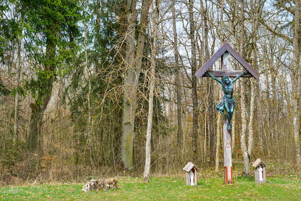 Schwarzes Kreuz ist der Start eines der ältesten Kreuzwege in Bayern - TraumSchlaufe Eichstätt Wanderung Richtung Buchenhüll