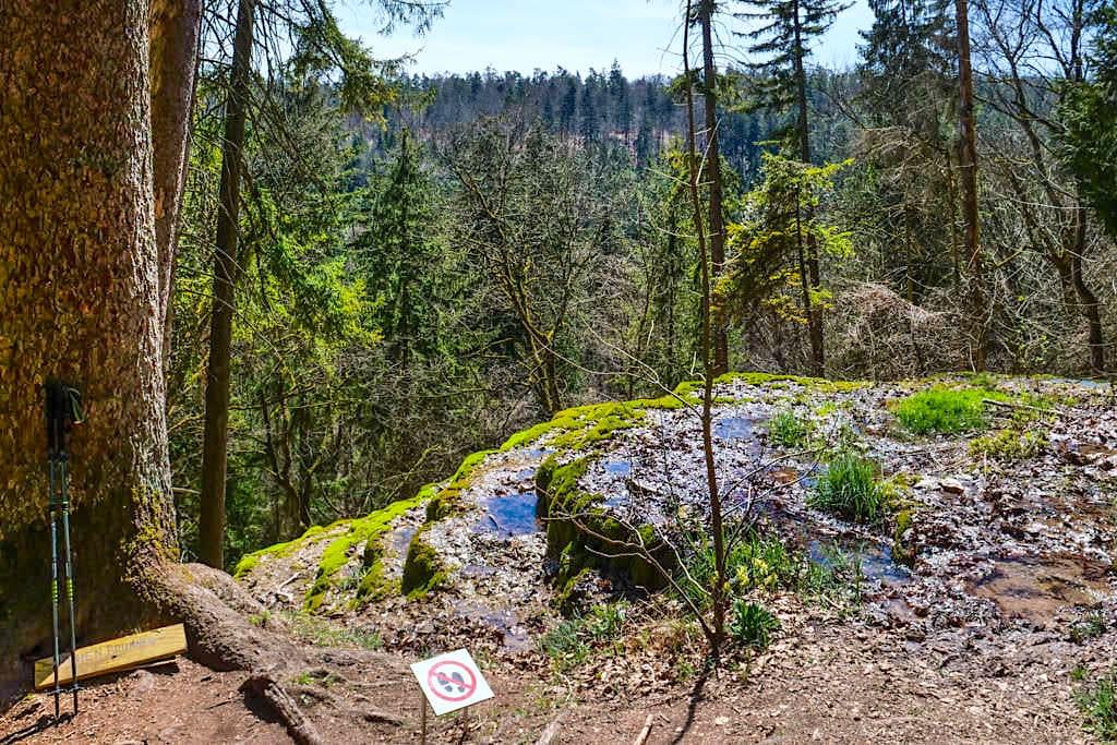 Stinterterrassen Hoher Brunnen von oben gesehen (Bitte Abstand halten) - Rundwanderung Erasbach im schönen Altmühltal - Bayern