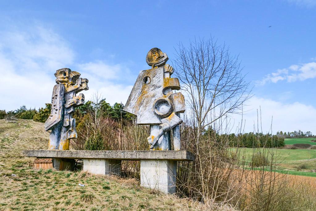 Kurze Rundwanderung Nr. 8 zum Figurenfeld von Alois Wünsche-Mitterecker im Hessental - Altmühltal, Bayern