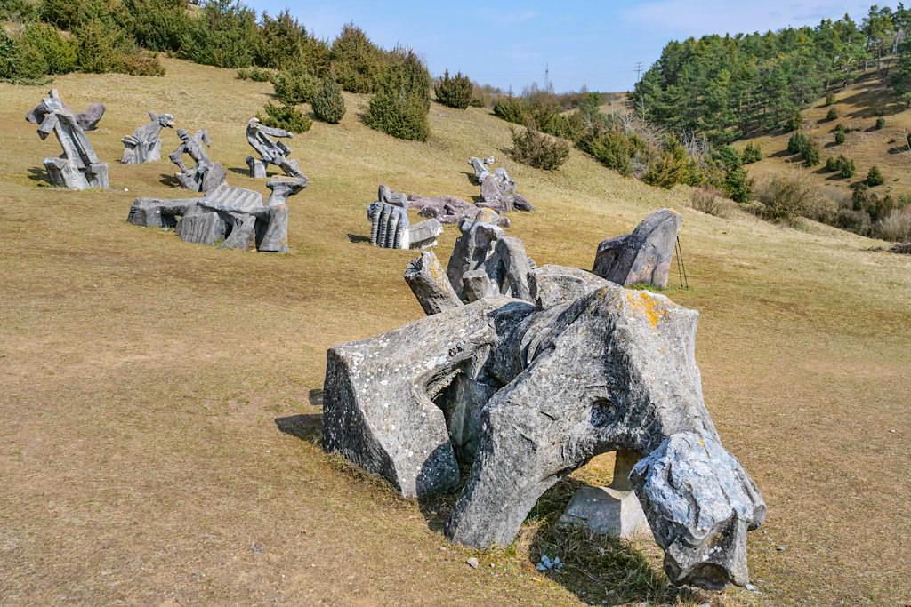 Alois Wünsche-Mitterecker - Figurenfeld mit 78 überlebensgroßen Skulpturen im Hessental - Eichstätt, Bayern