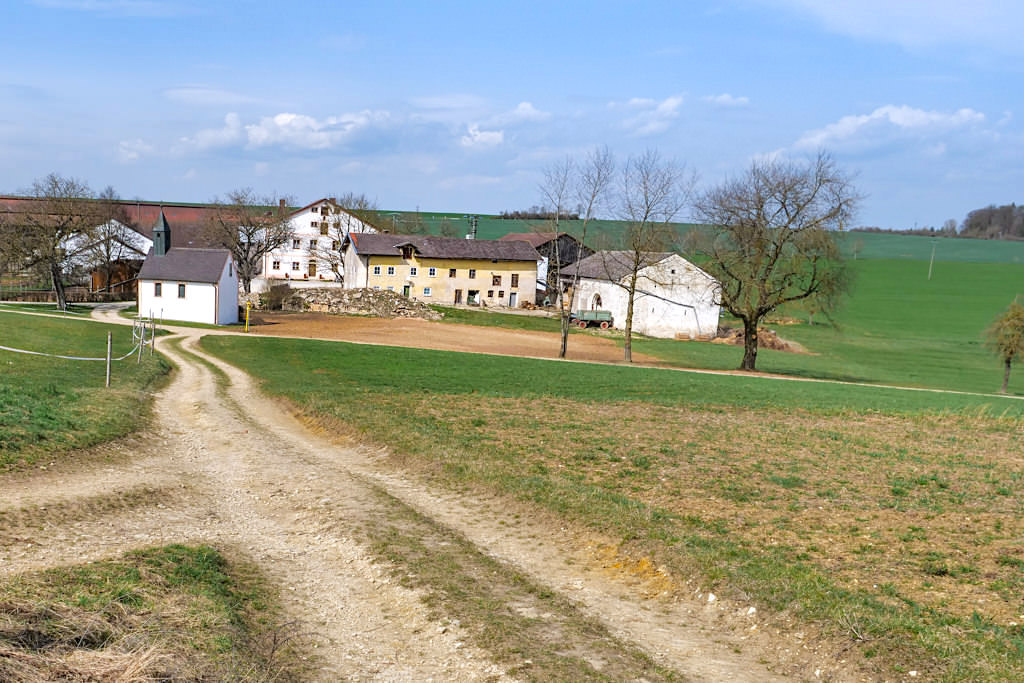 Ziegelhof & Kapelle Heilige Familie - TraumSchlaufe Eichstätt Nr. 14 - Altmühltal Geheimtipps - Bayern