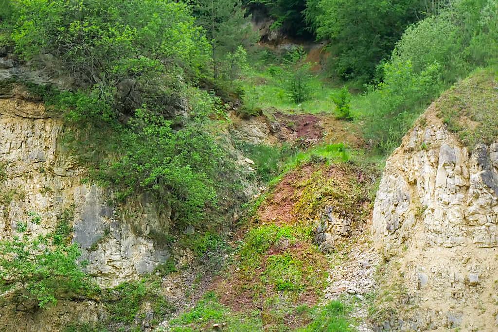 Bunte Trümmermassen im Geotop Lindle - Zeitzeugen des Ries-Ereignis - Donau-Ries, Bayern