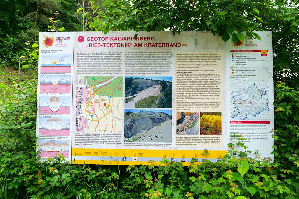 Geotop Kalvarienberg Gosheim - Infotafeln beschreiben die jeweiligen Geotope - Bayern