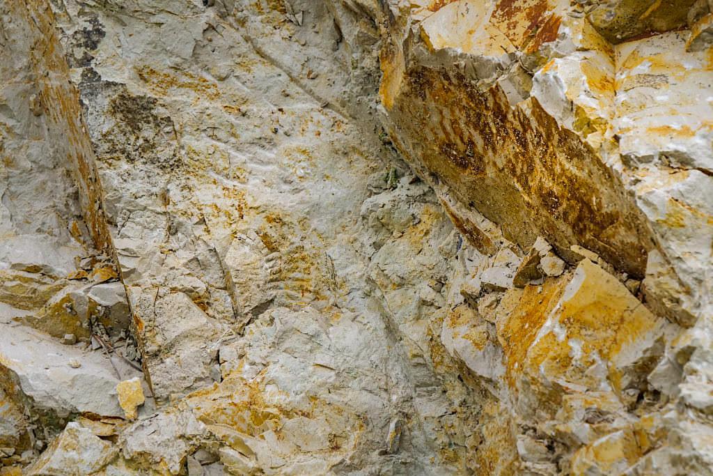 Geotop Kalvarienberg - Veränderte Gesteinsschichten durch das Ries-Ereignis - Donau-Ries, Bayern