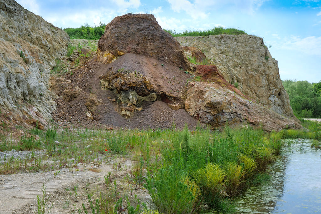 Suevit-Steinbruch Aumühle - Aufschlusswände aus dem Ries-Ereignis - Schönste Geotope Bayerns